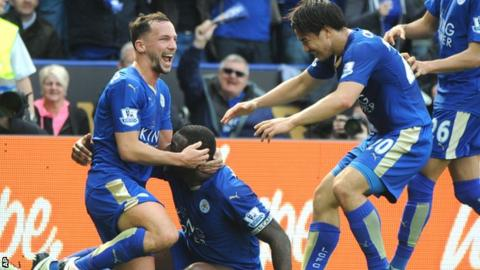 Leicester players celebrate Wes Morgan's goal