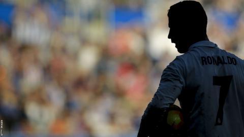 Cristiano Ronaldo en acción ante el Alavés