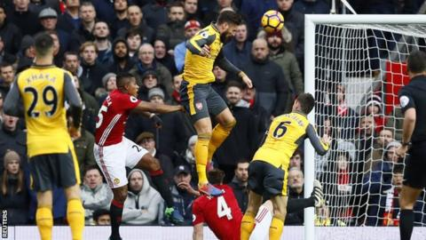 Olivier Giroud scores against Man Utd