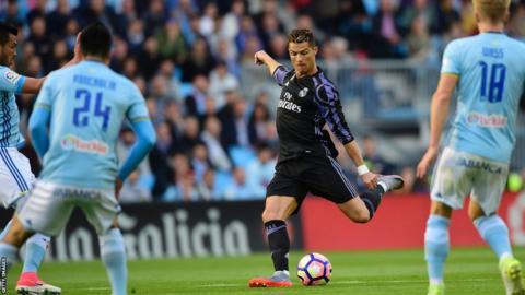 Cristiano Ronaldo marca contra el Celta de Vigo mientras su equipo se acerca al título de Liga