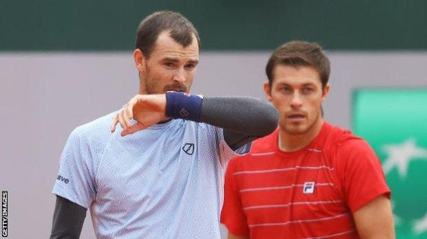 Jamie Murray and Neal Skupski playing in the French Open