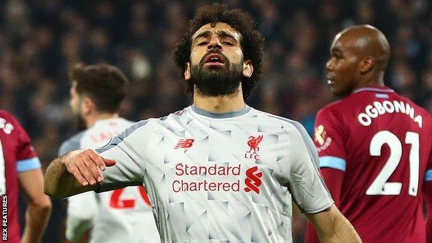 Mohamed Salah (centre)