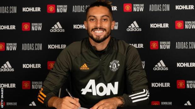 Alex Telles signs his Manchester United contract