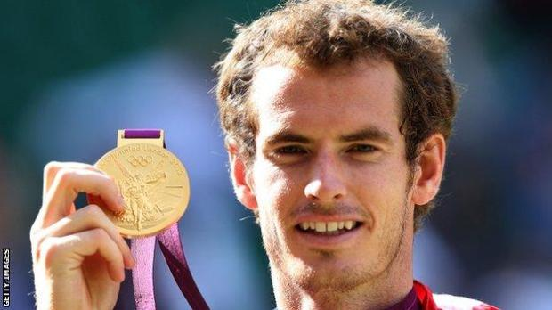 Andy Murray shows his London 2012 gold medal