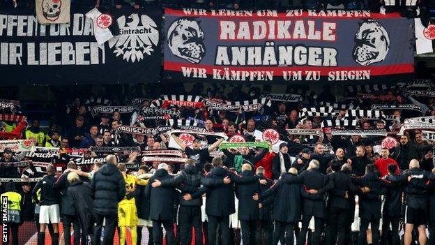 Eintracht Frankfurt players and fans