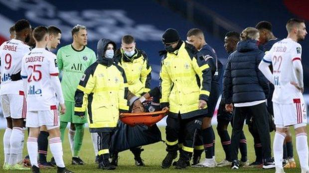 Players watch as Paris St-Germain forward Neymar is carried off on a stretcher in a match against Lyon