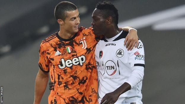 Spezia and Ghana's Emmanuel Gyasi (right) hugs Juventus and Portugal's Critsiano Ronaldo