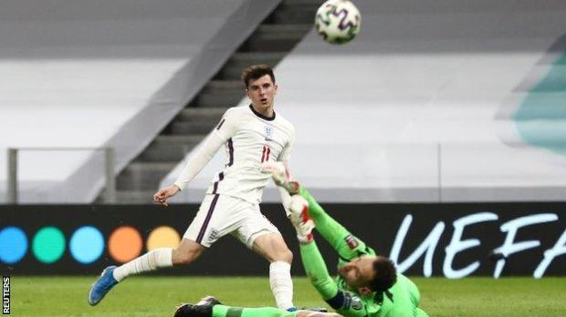 Mason Mount scores England's second goal against Albania in a World Cup 2022 qualifier