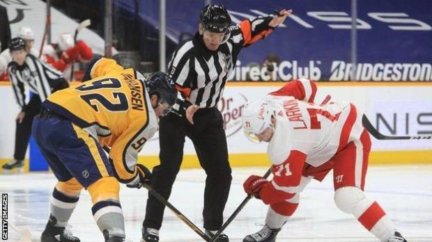 Referee Tim Peel drops the puck for the opening faceoff between Nashville Predators and Detroit Red Wings