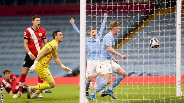 Kevin de Bruyne puts Manchester City ahead