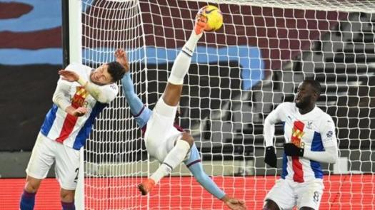 Sebastien Halle equalised for West Ham against Crystal Palace with a spectacular overhead kick
