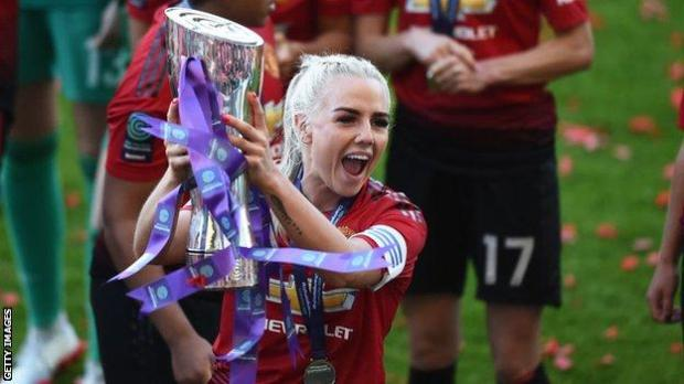 Alex Greenwood celebrating winning the Women's Championship in 2019