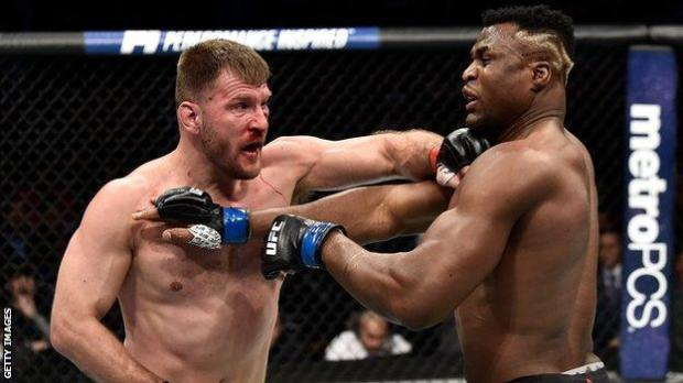 Stipe Miocic throws a punch at Francis Ngannou in 2018