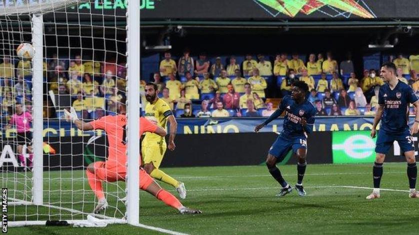 Raul Albiol scores Villarreal's second goal