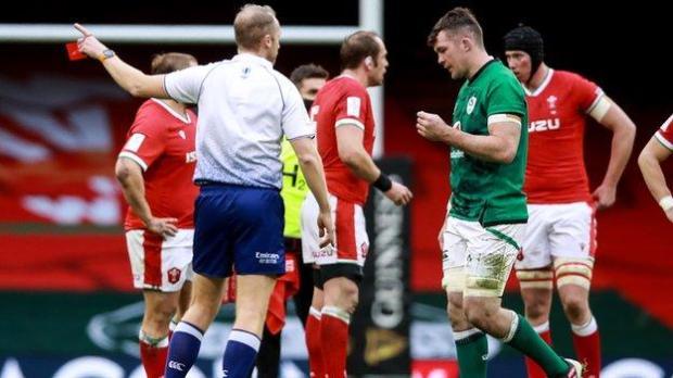 Peter O'Mahony is sent off by Wayne Barnes