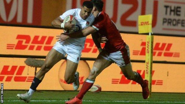 Anthony Watson runs with the ball against Wales