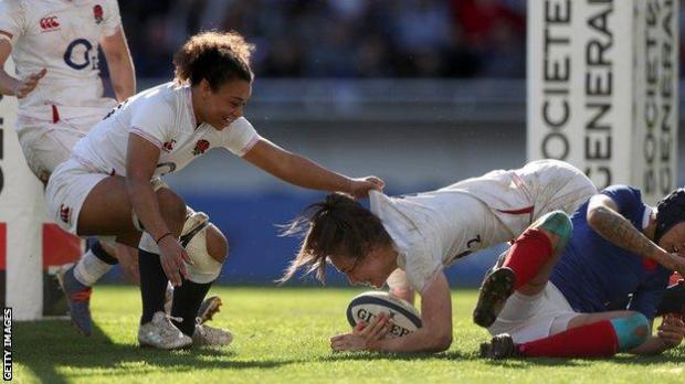 Emily Scarratt scores a try for England