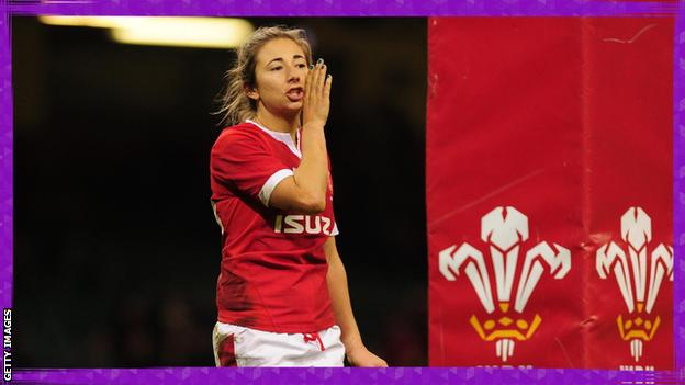 sport Elinor Snowsill playing for Wales