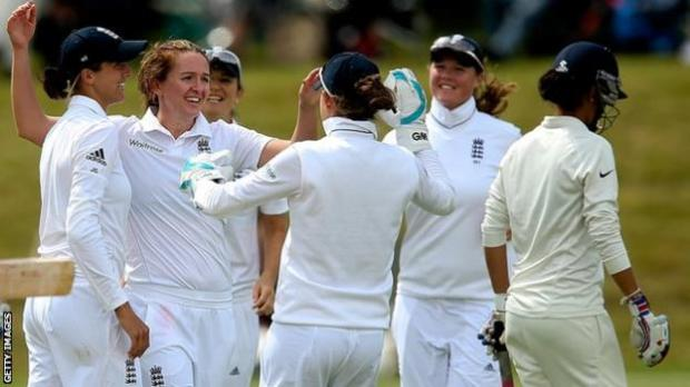 England celebrate an India wicket during their last Test