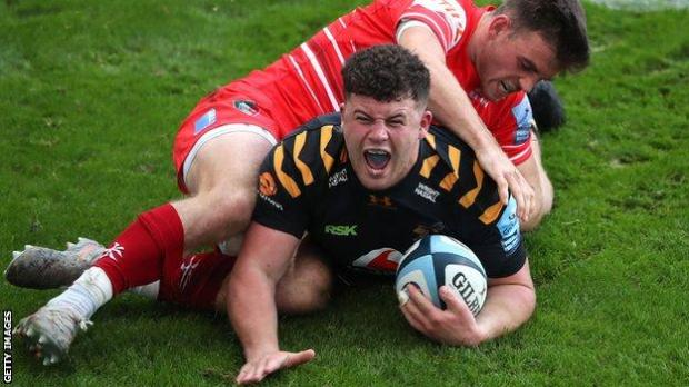 Alfie Barbeary scores a try for Wasps