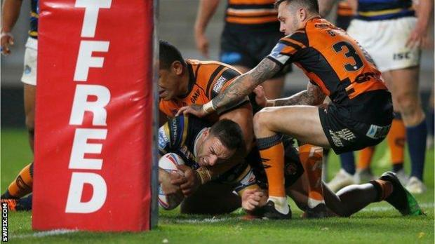 Leeds' Luke Gale scores against Castleford