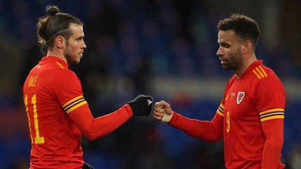 Gareth Bale (L) and Hal Robson-Kanu