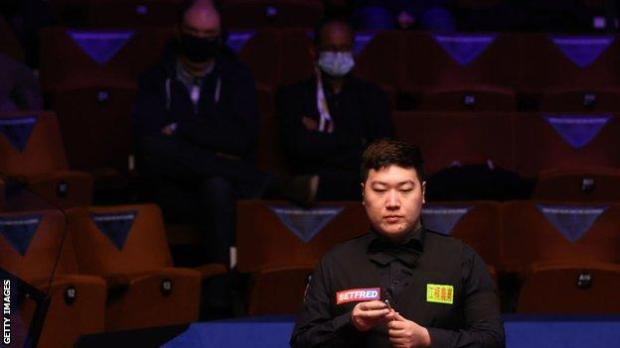 Yan Bingtao in action at the World Championship