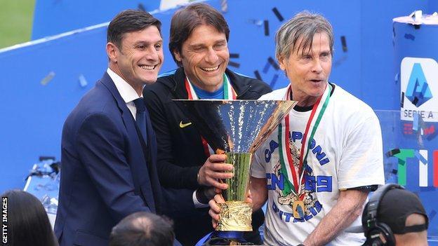 Antonio Conte (centre)