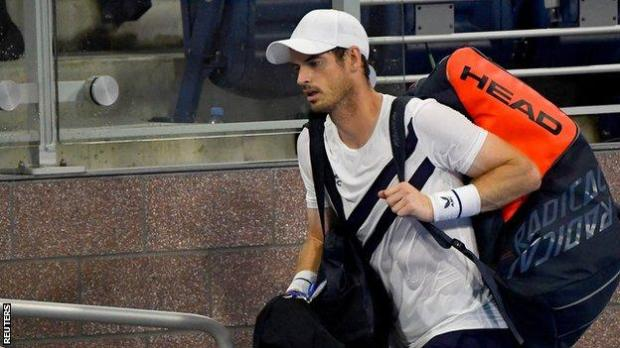 Andy Murray walks off court after losing to Milos Raonic at the Western and Southern Open