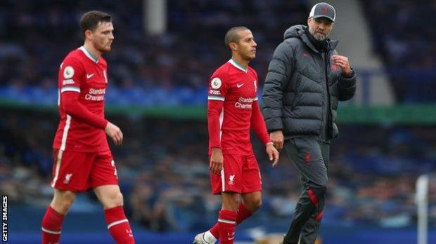 Liverpool's Andrew Robertson (left), Thiago Alcantara and manager Jurgen Klopp react at the final whistle after the team was held to a 2-2 draw by Everton