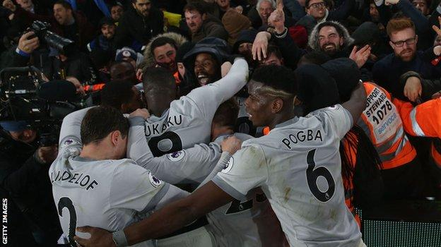 Manchester United celebrate Nemanja Matic's winner against Palace