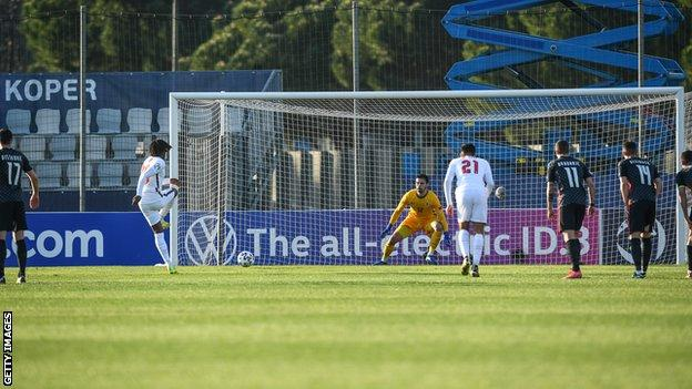 Eberechi Eze scores a penalty
