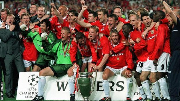 Manchester United's Treble-winning side celebrate their Champions League triumph in 1998-99