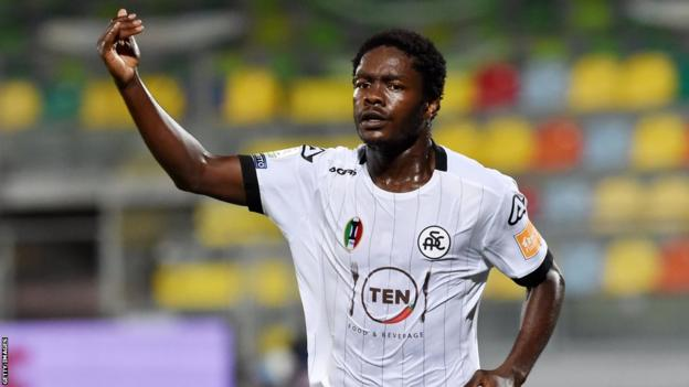 Emmanuel Gyasi celebrates his goal against Frosinone in the first leg of the Serie B play-off in August 2020