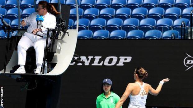 Karolina Pliskova argues with the umpire