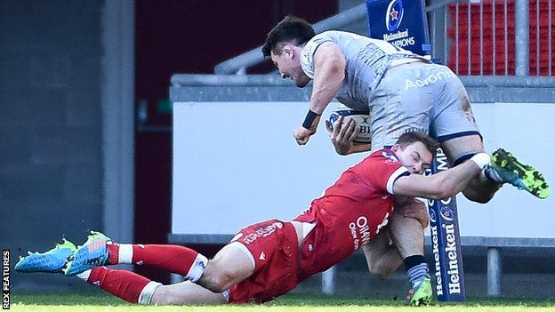 Sale's tom curry is tackled by liam williams of scarlets