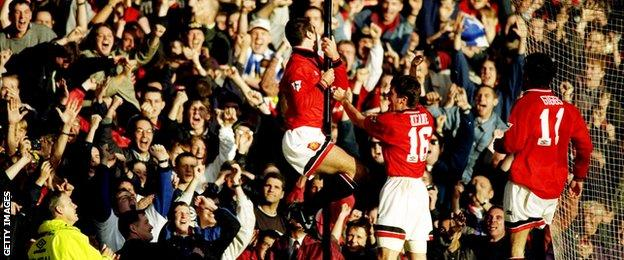 Eric cantona always had a temper, but on this day in 1995 he snapped by kicking a supporter of crystal palace. Eric Cantona S Kung Fu Kick The Moment That Shocked Football Bbc Sport