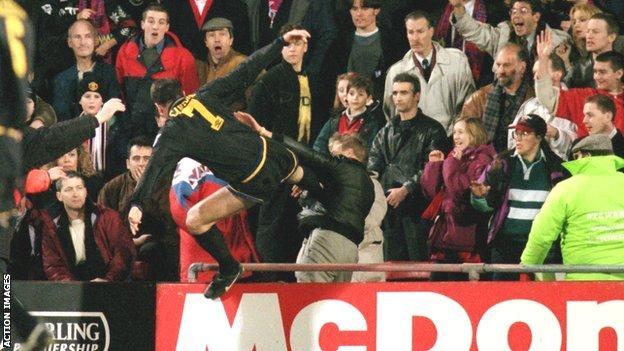 Eric cantona legend drop kick.from amorzo ✓ easy 60 day return policy ✓ shop eric cantona legend drop kick. Eric Cantona S Kung Fu Kick The Moment That Shocked Football Bbc Sport