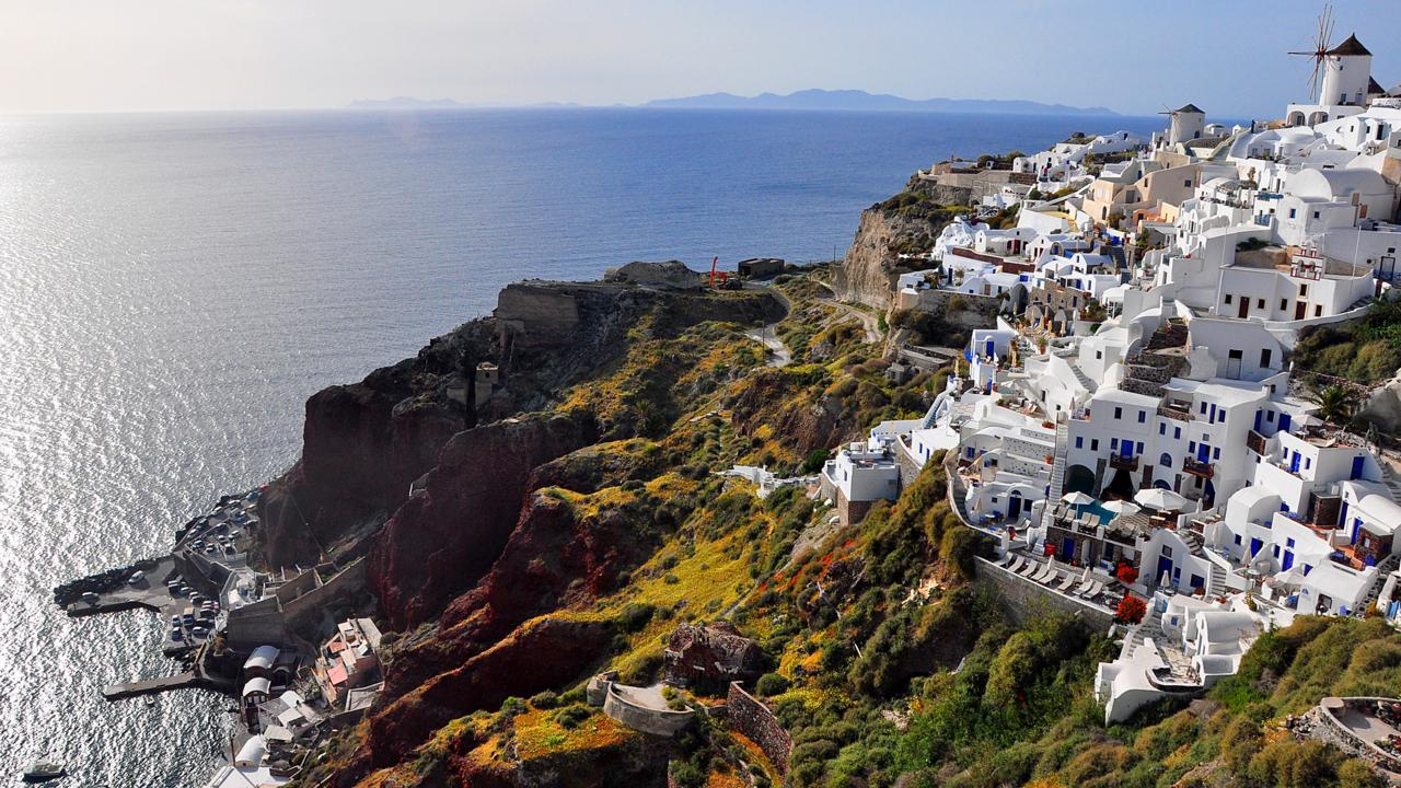 Santorini, caldera, Manolas, Oia, Greek islands (Credit: Amanda Ruggeri)