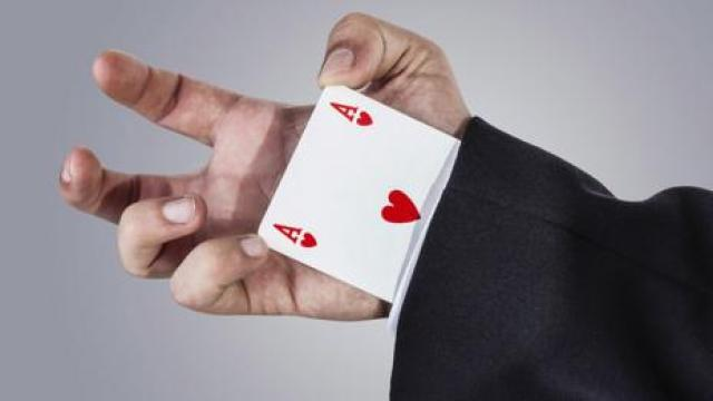 The techniques used by card trick conmen are similar to scammers online (Thinkstock)