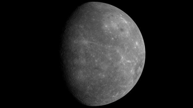 Mercury orbits the Sun in a strange way (Credit: MESSENGER Teams/JHU APL/NASA)