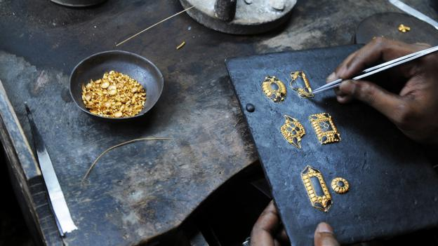 More than half of the world's gold goes to jewellery (Credit: Credit: Dibyangshu Sarkar/AFP/Getty)