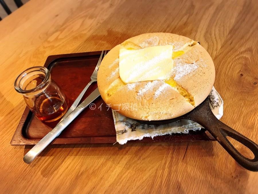 イチゴ探偵 ひばりが丘のコンマコーヒーでいちごのパフェとカステラパンケーキ!ぐりとぐらのふわふわパンケーキが大人気!
