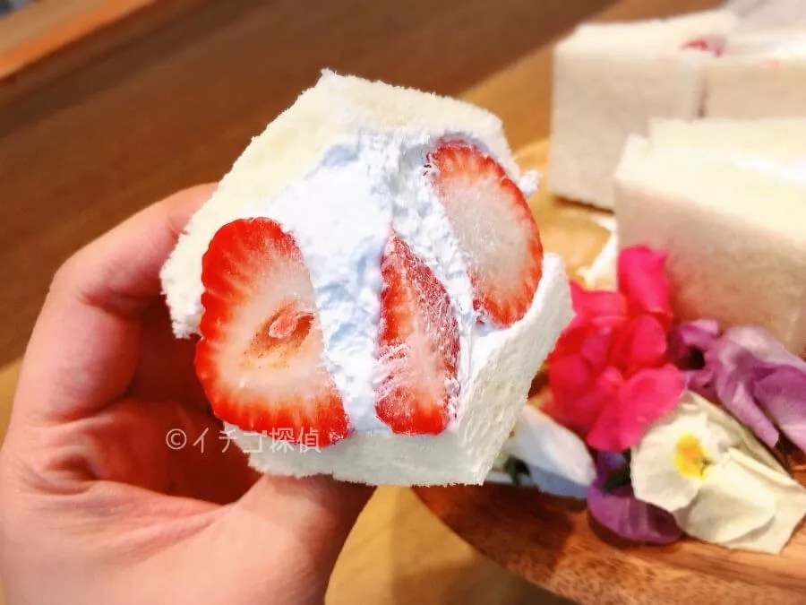 イチゴ探偵 「八百屋の嫁が作る momovege」のあまおういちごサンド&あまおういちごパフェ!豆乳クリームがポイント!
