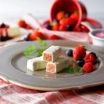 イチゴ探偵|3種のベリーとレアチーズ仕立てのミルフィーユ菓子「美冬(みふゆ)」限定販売!
