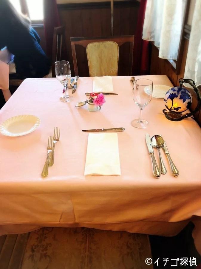 【シェフ・ド・フランス】高さ30㎝弱のいちごパフェを実食!山梨県南アルプス市で季節のパフェを堪能!