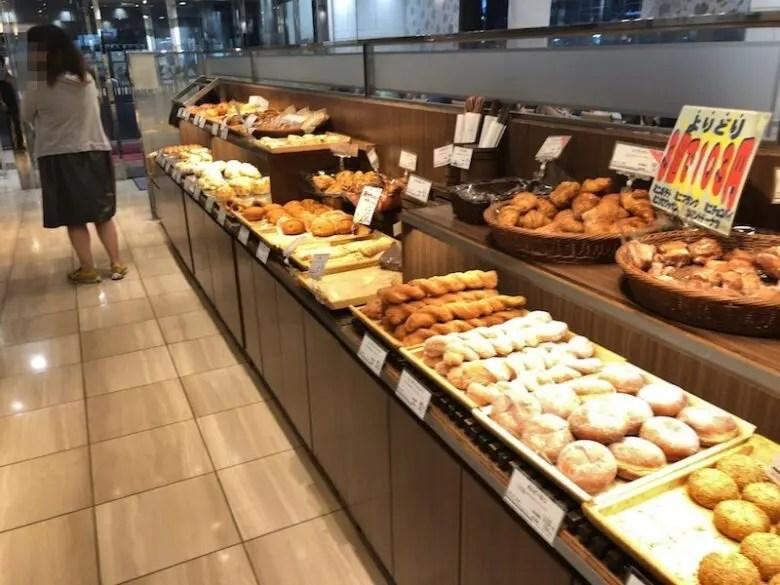 《ヤマザキプラザ市川》地元民に大人気!焼きたてパンが店内で食べられるカフェ!