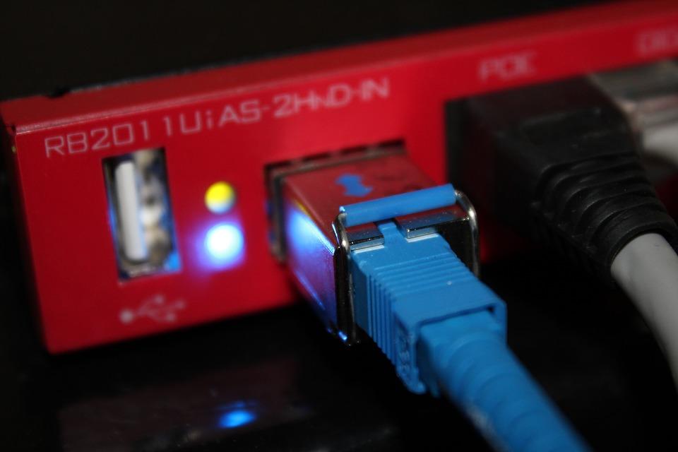 Como conectar um laptop à internet via cabo