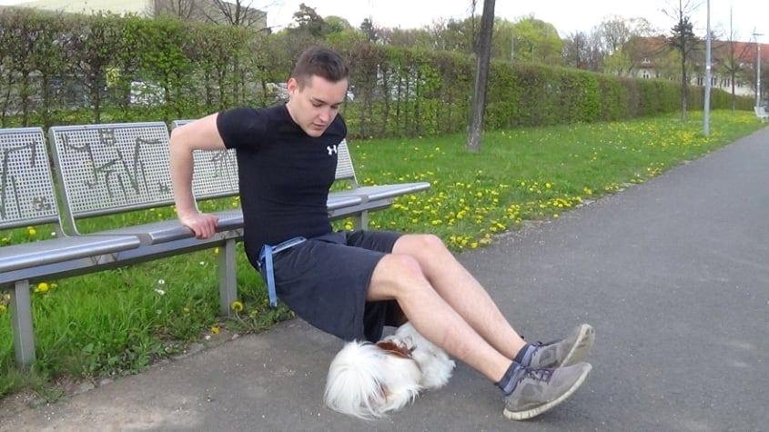 Bauch, Beine, Po mit Hund