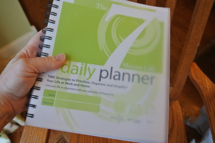 7 Minute Life Daily Planner, a great way to prioritize your day and be more efficient and organized!